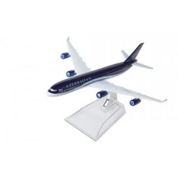 Сувенирная модель самолета AZAL