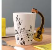 Оригинальная чашка с ручкой в форме гитары