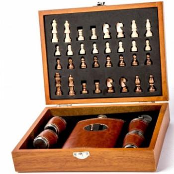 Подарочный набор с шахматами, флягой и стопками