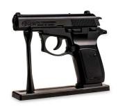 Зажигалка в форме пистолета в кобуре